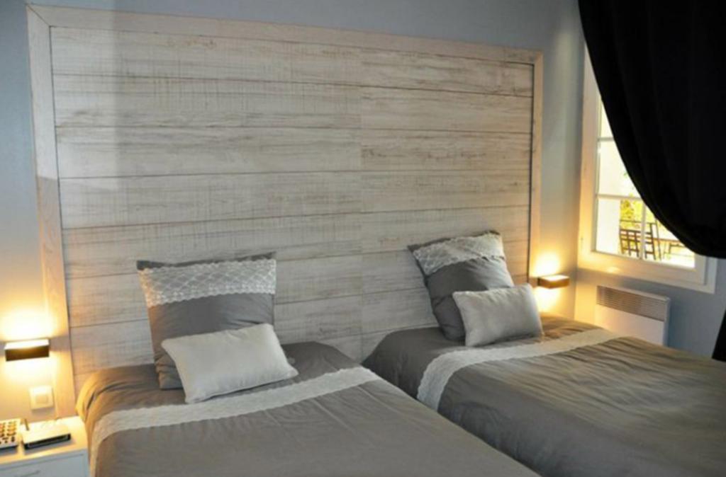 Slide la chambre avec 2 lits simples