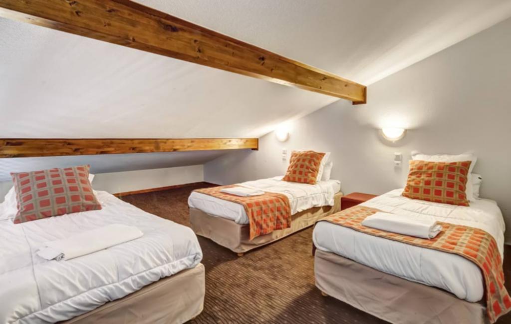 Slide la chambre de lits simples