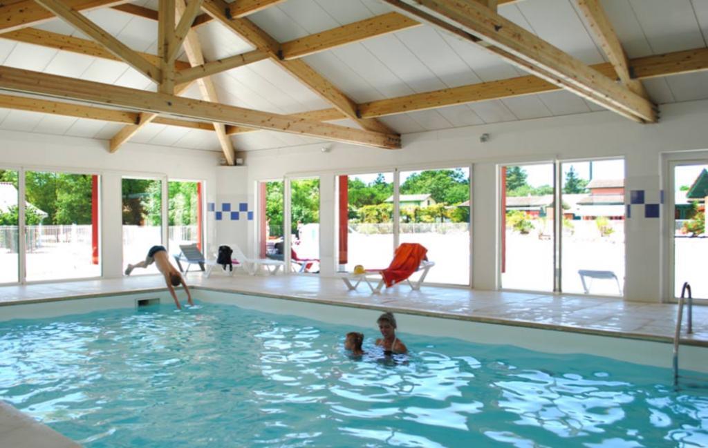 Slide la piscine intérieure