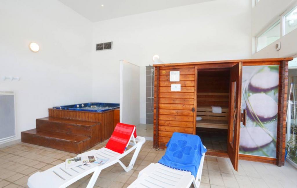 Slide l'espace bien-être (jacuzzi et sauna)