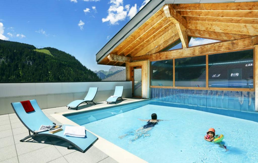Slide la piscine extérieure
