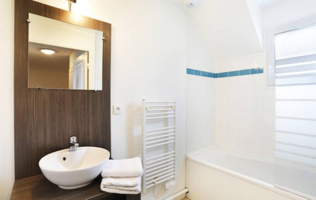 Slide Salle de bain - Le Domaine de la Baie ***