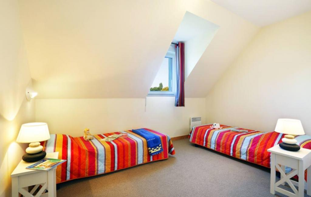 Slide Chambre lis simples - Les Roches ***