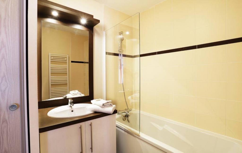Slide Salle de bain - Les Roches ***