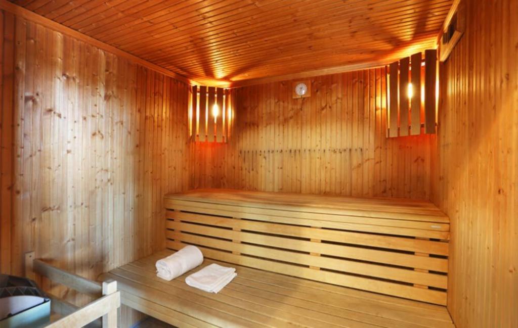 Slide Sauna - Les Roches ***
