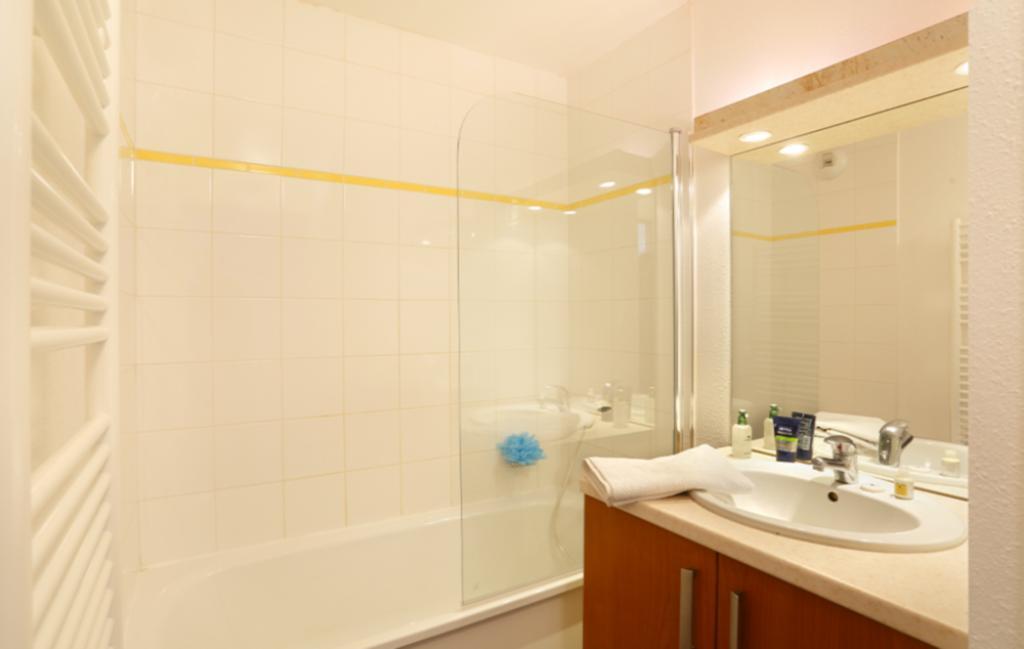Slide Les Grands Ax - salle de bain