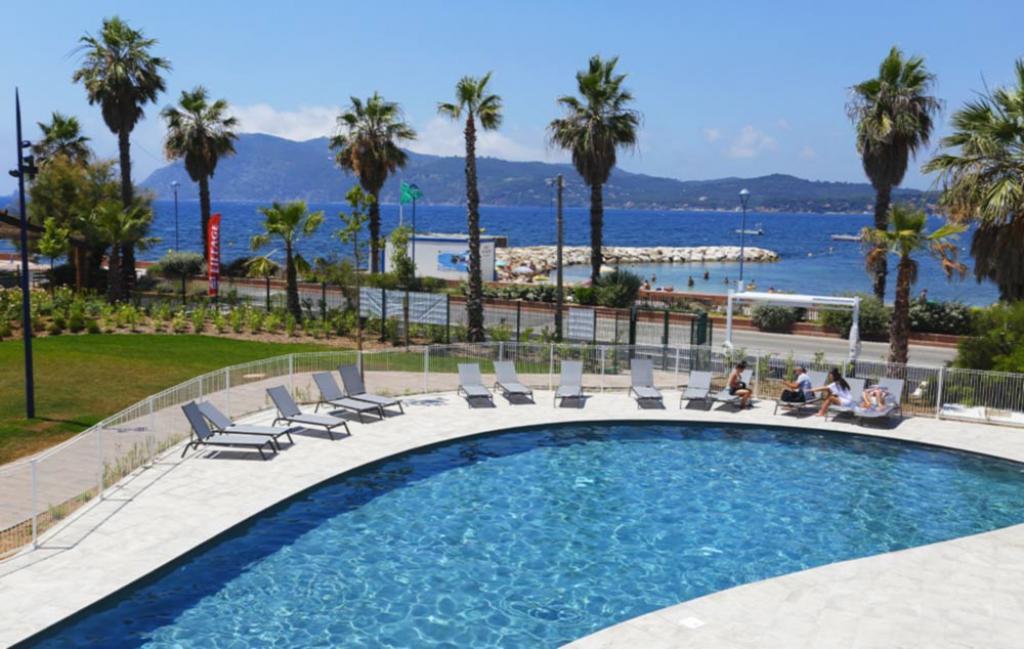 Slide Piscine avec vue  - Cap Azur
