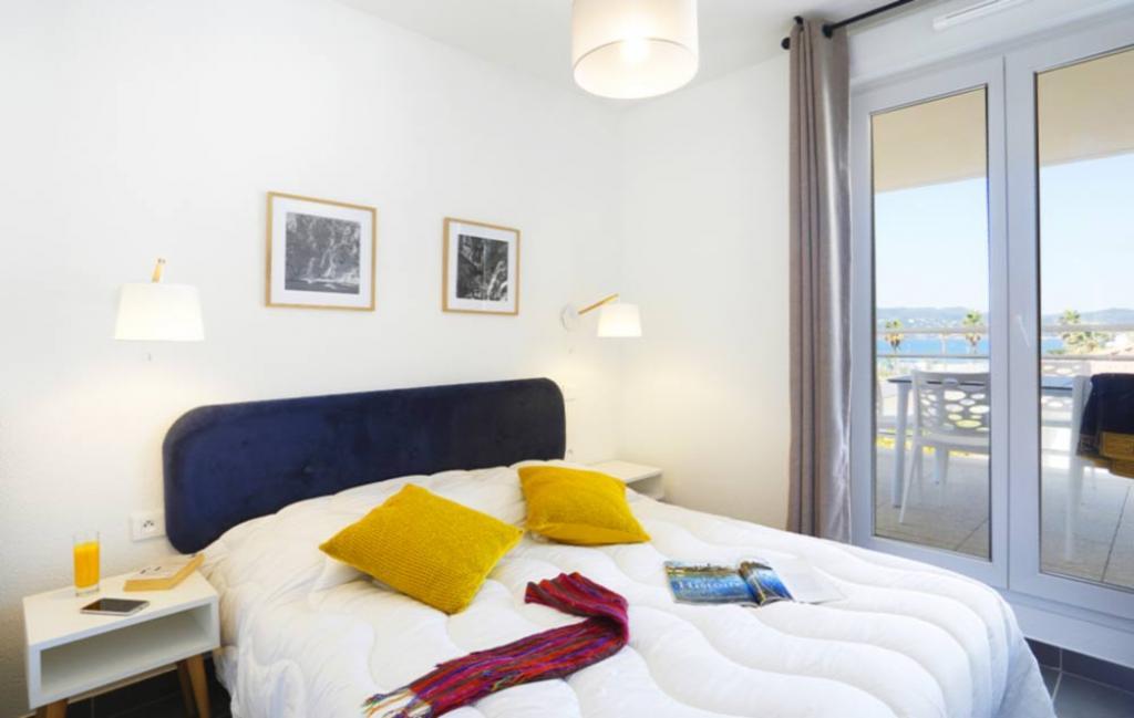 Slide Chambre lit double  - Cap Azur