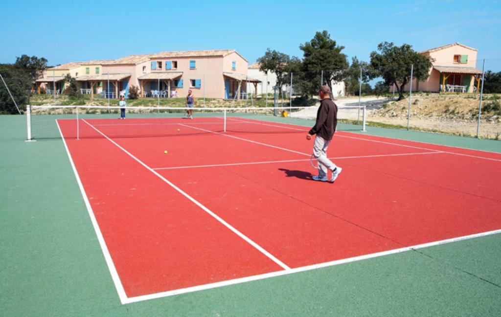 Slide Terrain de tennis - Les Portes des Cévennes