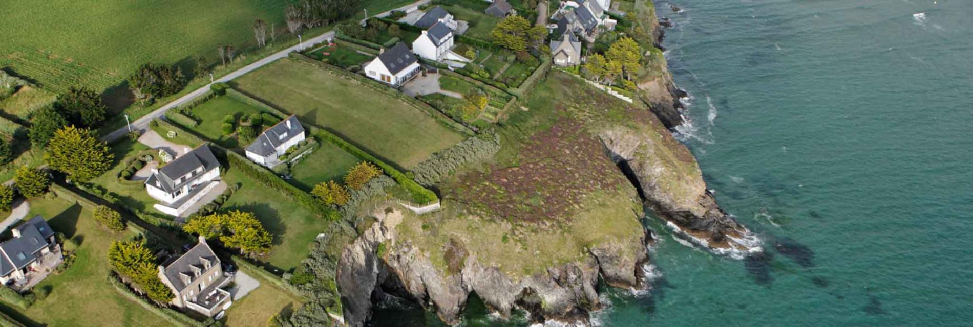 Slide Vue aérienne sur Saint Nic
