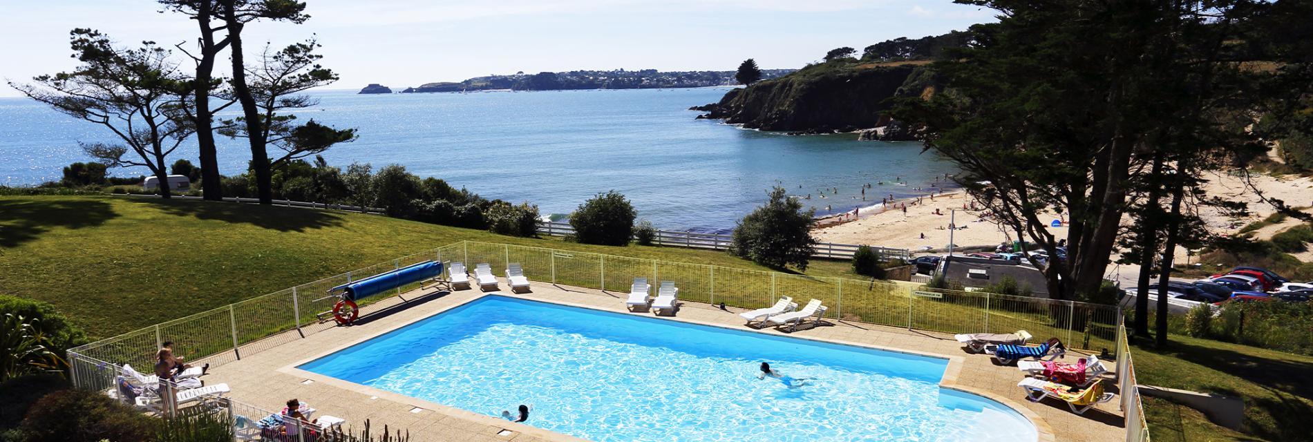 Slide La piscine de la résidence Iroise Armorique - Locmaria