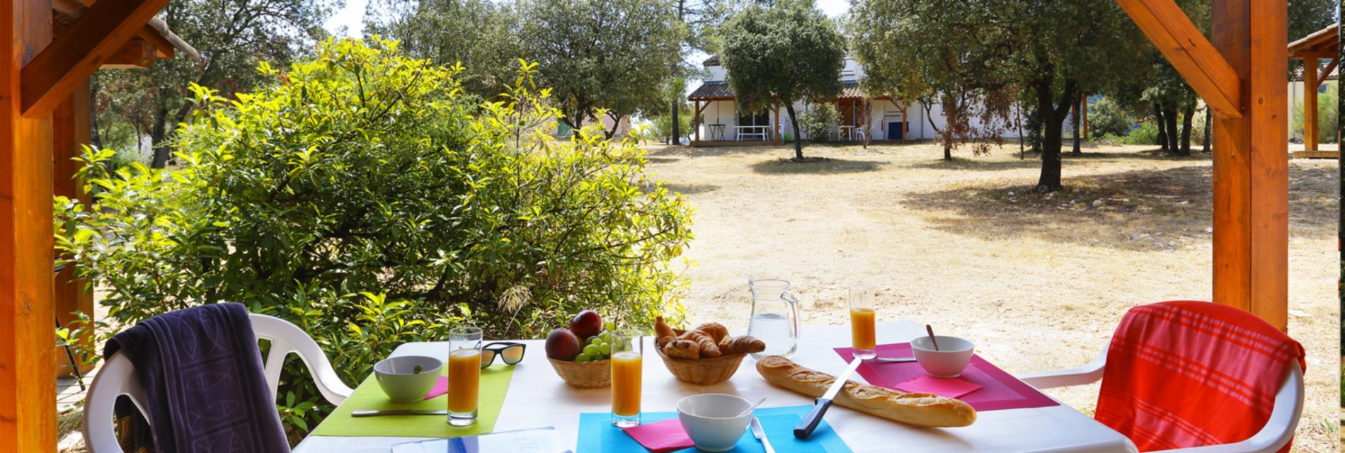 Slide Déjeuner en terrasse - Porte des Cévennes