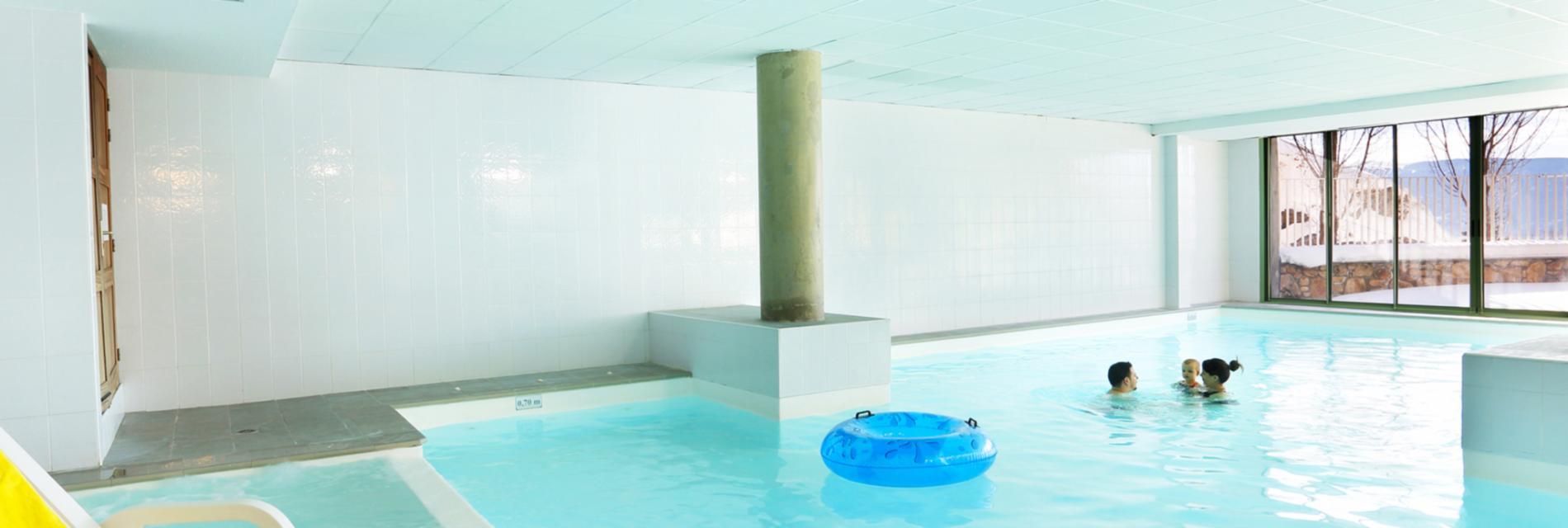 Slide La piscine dans la Résidence Les Chalets du Belvédère à Font Romeu