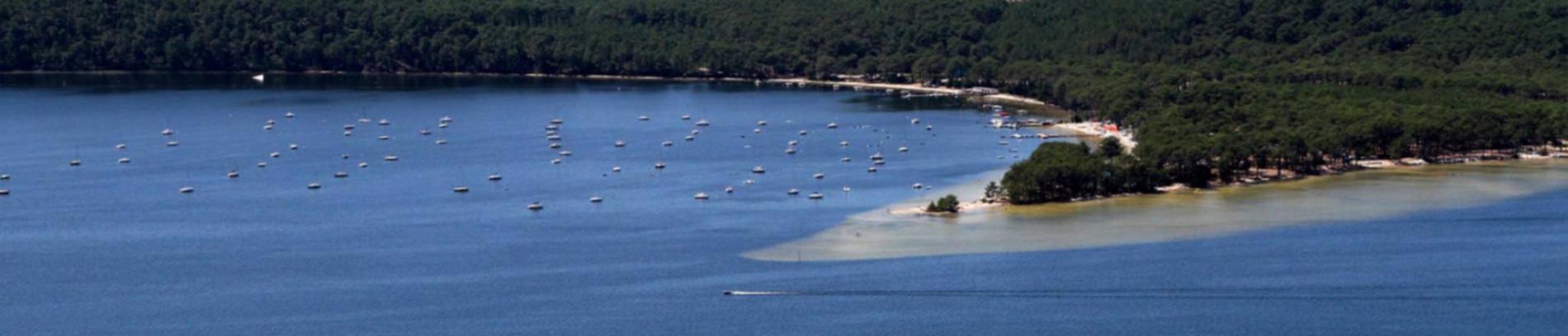 Slide vue aérienne sur le lac