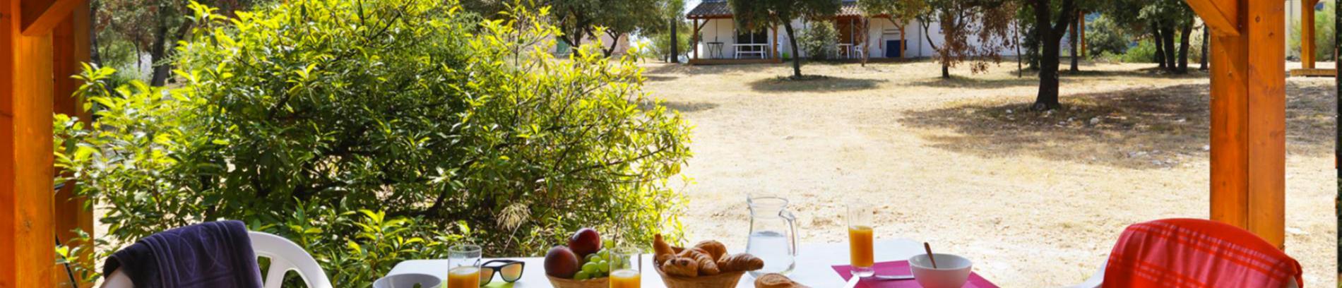 Slide déjeuner en terrasse