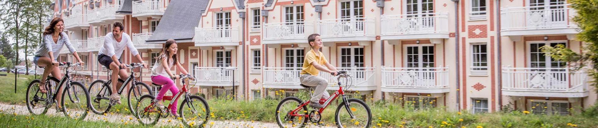 Slide balade à vélo devant la résidence
