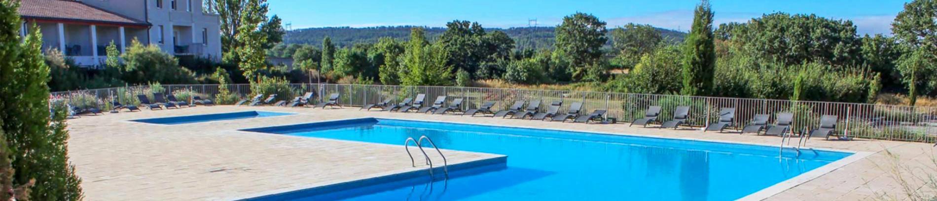 Slide piscine de la résidence