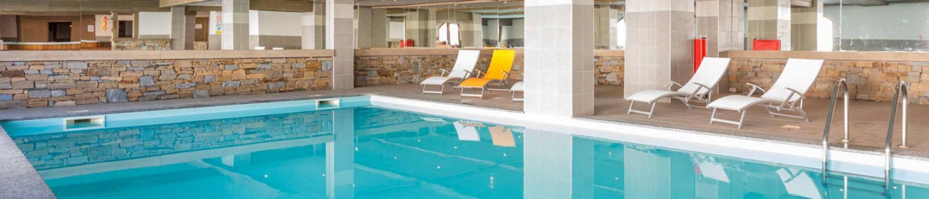 Slide piscine couverte